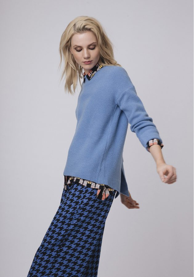 jersey-azul-abertura-espalda-compañia-fantastica