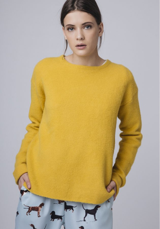 jersey-mostaza-abertura-espalda-compañia-fantastica