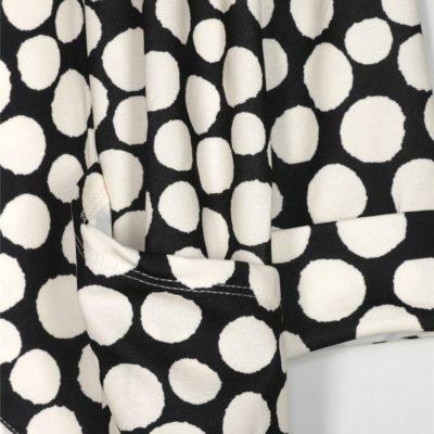 blazer-lunares-negro-una-caja-de-botones