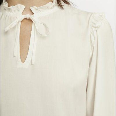 blusa-blanca-cuello-victoriano-compañia-fantastica