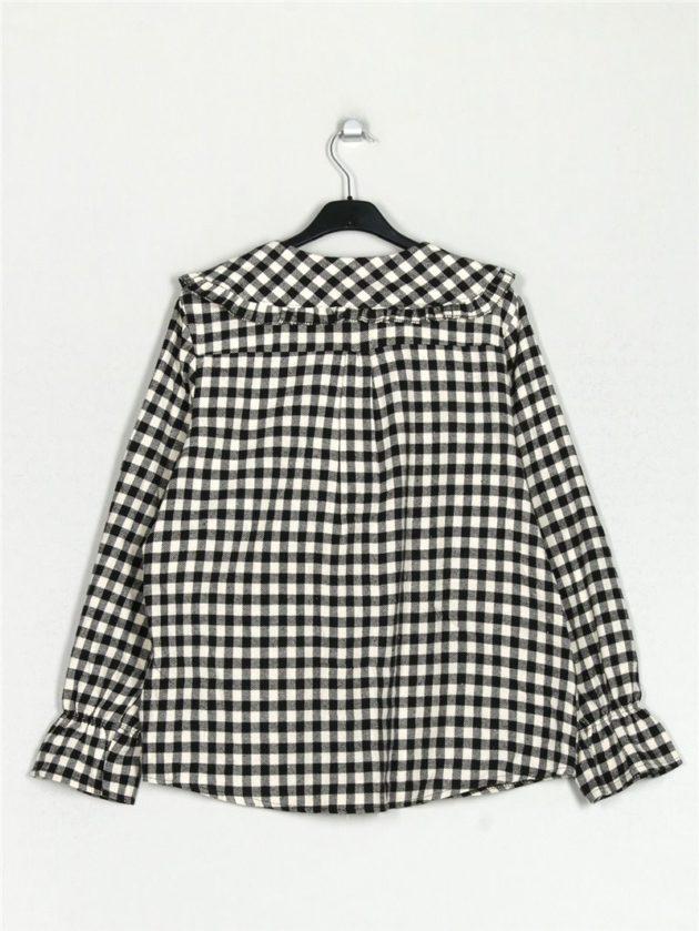camisa-cuadro-vichy-cuello-bobo-blanco-negro-una-caja-de-botones