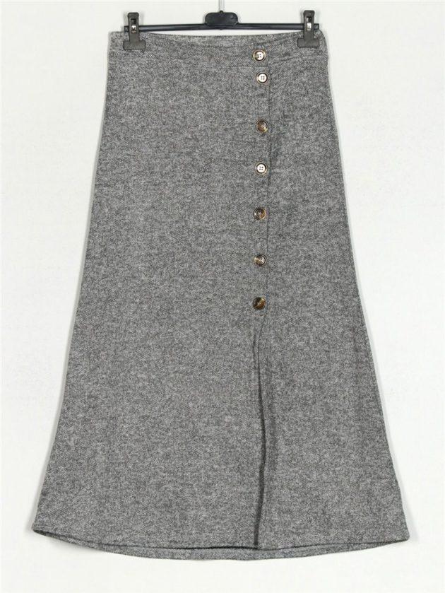 falda-jaspeada-botones-gris-una-caja-de-botones