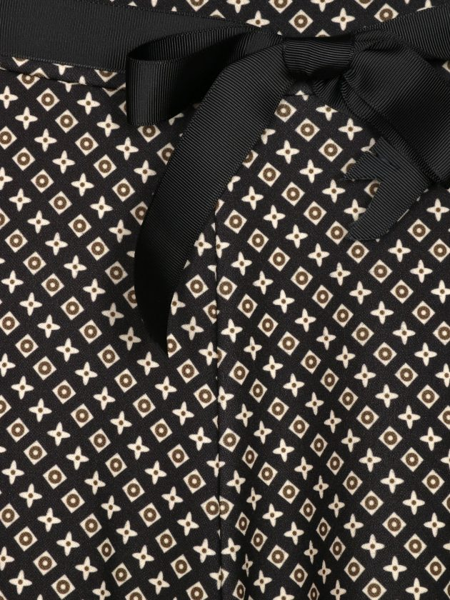 pantalon-palazzo-estampado-negro-una-caja-de-botones